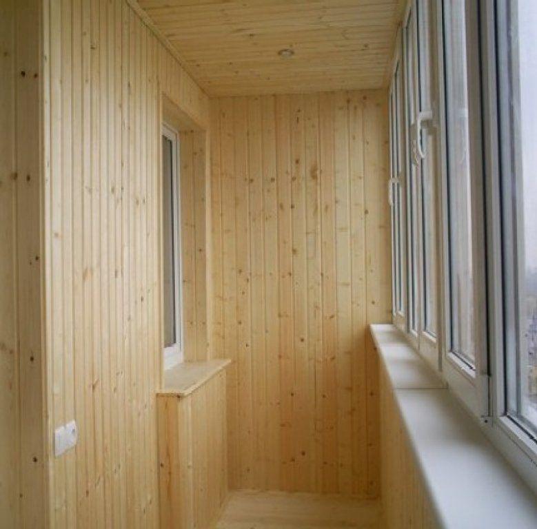 Отделка балкона, деревянная вагонка от компании вирal купить.